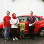 Foto Penyerahan Unit 1 Sales Marketing Mobil Dealer Suzuki Nadhor