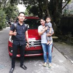 Foto Penyerahan Unit 2 Sales Marketing Mobil Dealer Suzuki Nadhor