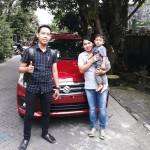 Foto Penyerahan Unit 2 Sales Marketing Mobil Dealer Suzuki Nadhor