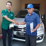 Foto Penyerahan Unit 3 Sales Marketing Mobil Dealer Suzuki Nadhor
