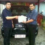 Foto Penyerahan Unit 3 Sales Marketing Mobil Dealer Daihatsu Asri